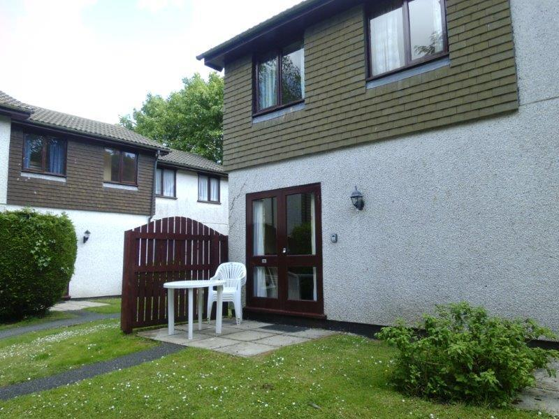 KERNOW COTTAGE with small grass and patio area