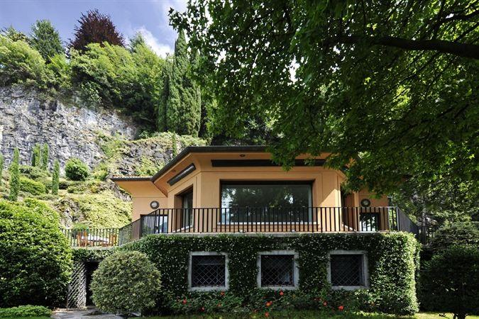 Villa Como - A splendid family getaway with private boat mooring!