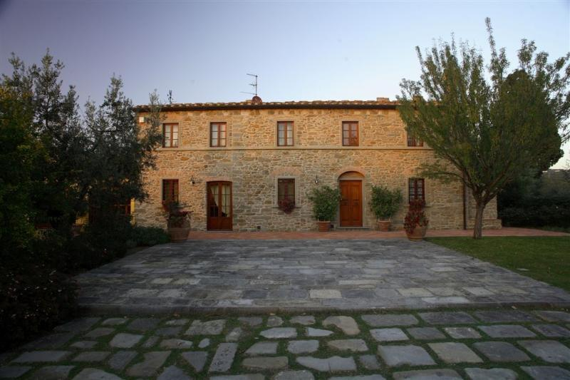 Holiday villa with private pool and a lovely garden not far from Florence,sleeps 7+2