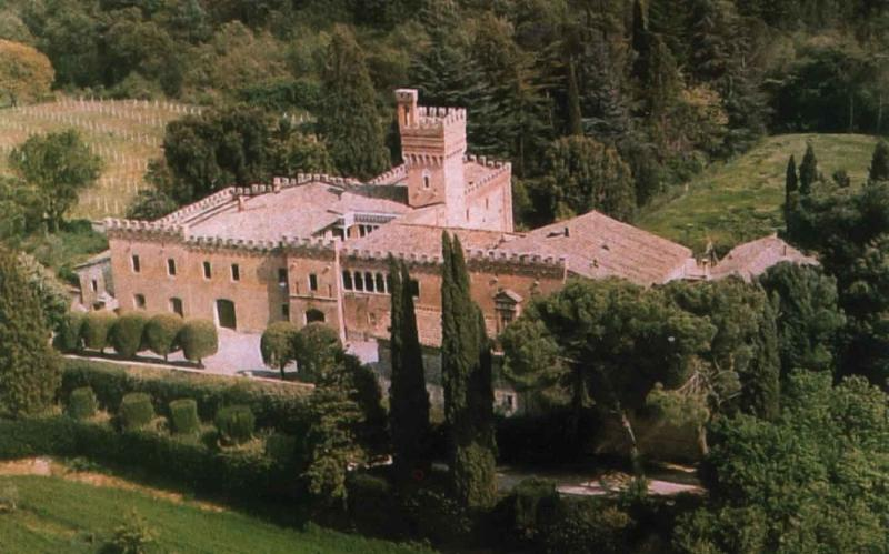 Romantic castle with pool and private chapel to rent near Montepulciano