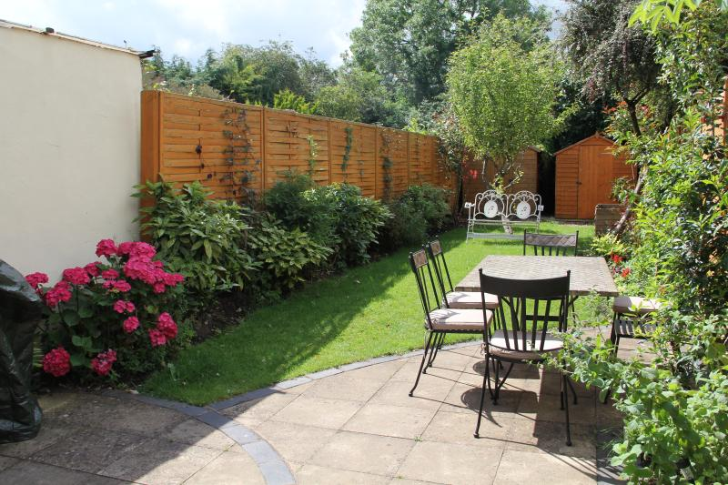 Sunny Back Garden perfect for sundowners and barbeque