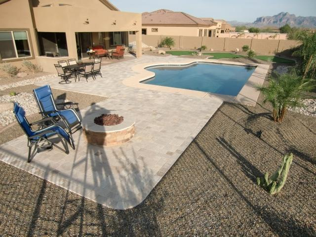 Resort Feel Large Yard, Gas Firepit, Large Heated Pool , Outdoor Dinning Table
