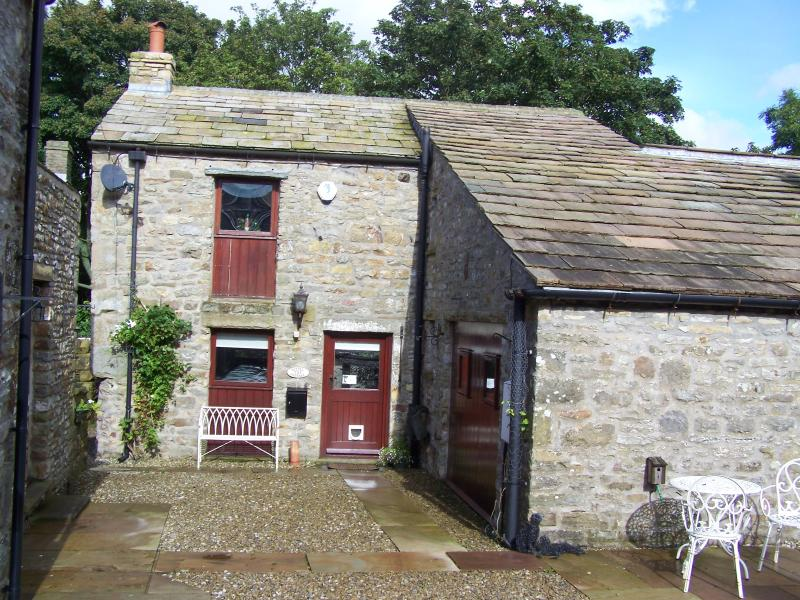 A warm welcome awaits you at Bracken Cottage, a comfortable barn conversion set in a pretty village.