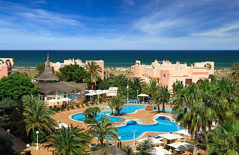 Fantastic 2 Bed apartment at this wonderful resort. WiFi, indoor/outdoor pools 1/2 mile from beach