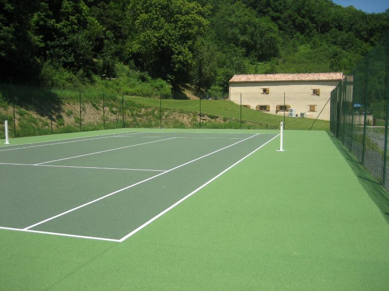 Le Cavaille, houses from private tennis court