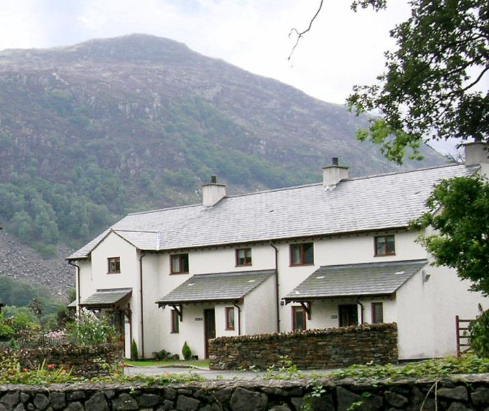 Craig-y-Llan (the middle cottage in a terrace of 3)
