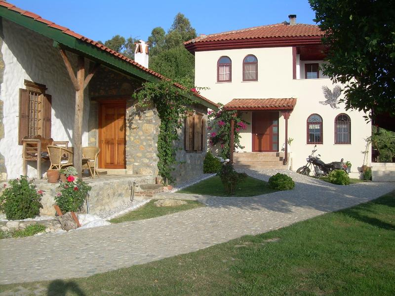 Villa Seyir with Guest Cottage