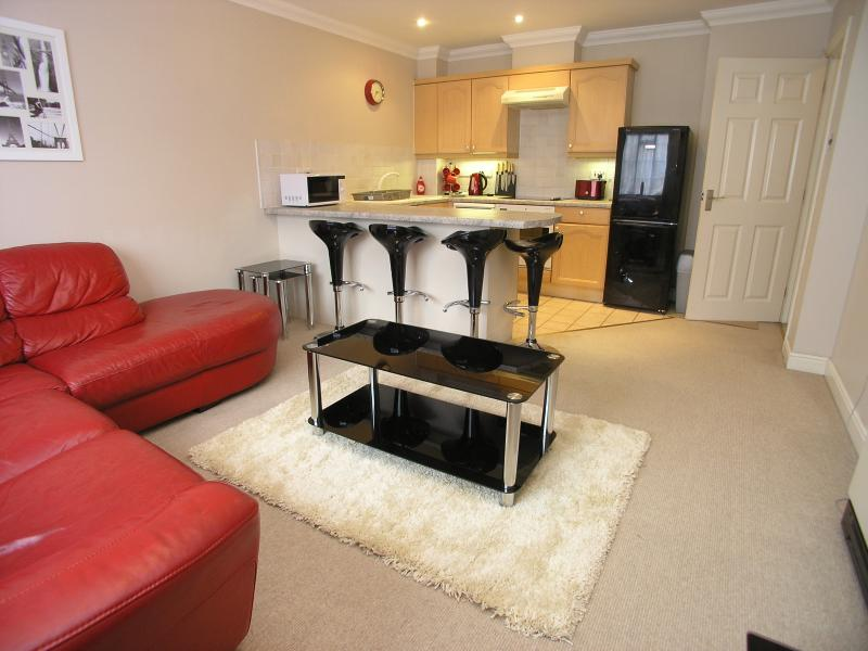 Open plan living room / kitchen with breakfast bar and 4 stools