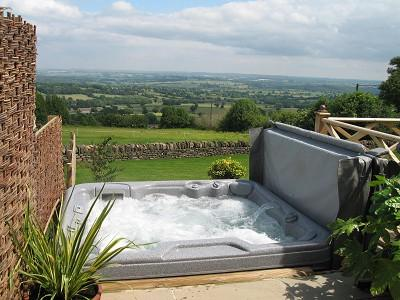 State of the art hot tub/hydrotherapy spa