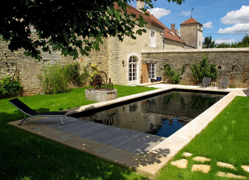 Private heated swimming pool (10X4), sometimes shared with owner