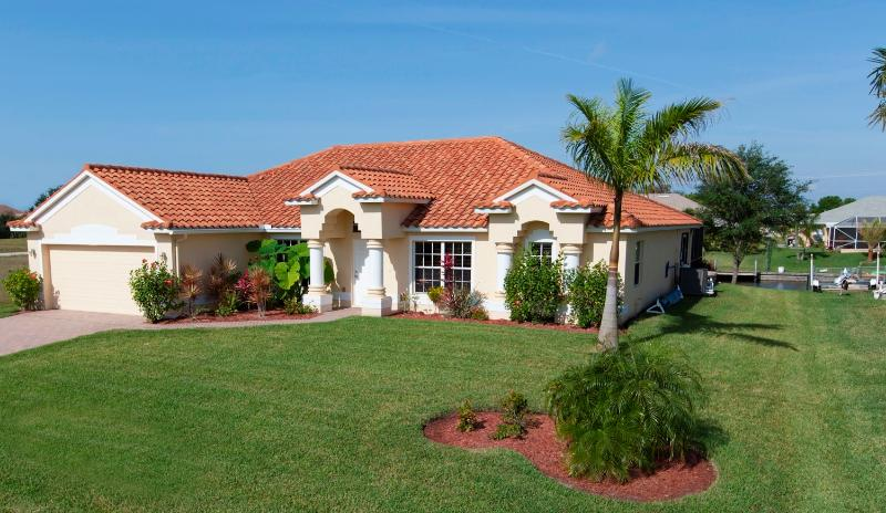 Front of Luxurious Gulf of Mexico salt water canal access 4 bdrm Villa with heated pool
