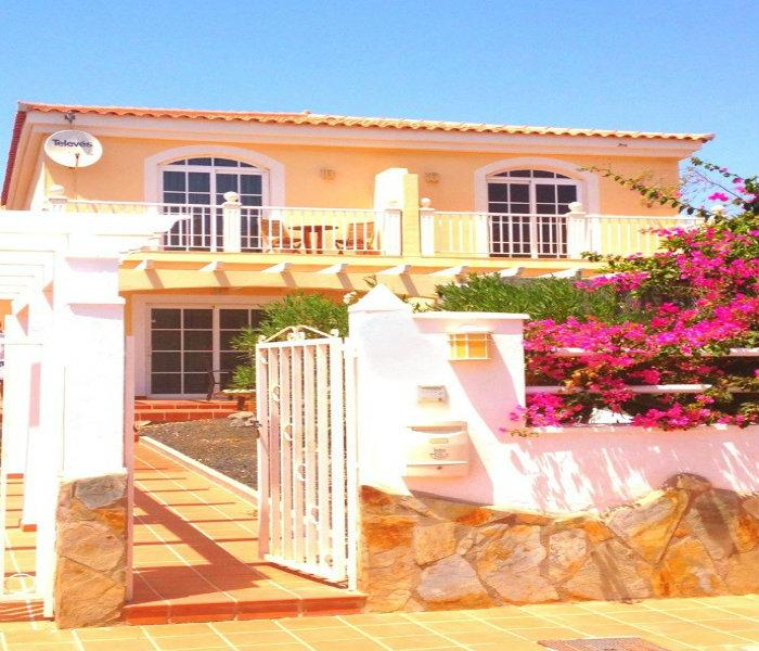 Immaculate villa with South facing furnished terrace & pretty well kept enclosed garden.
