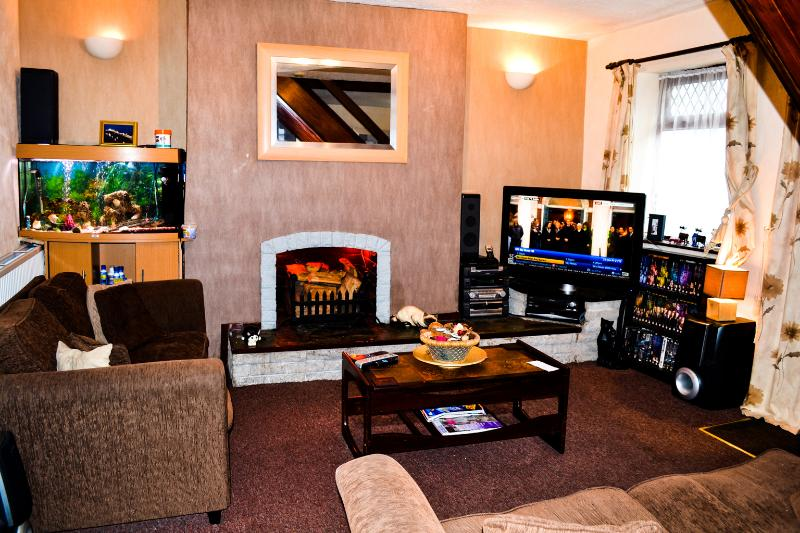 Siting Room; 42 in tv 5.1 surround sound, tropical fish sofa couch,sky tv, dvd log fire