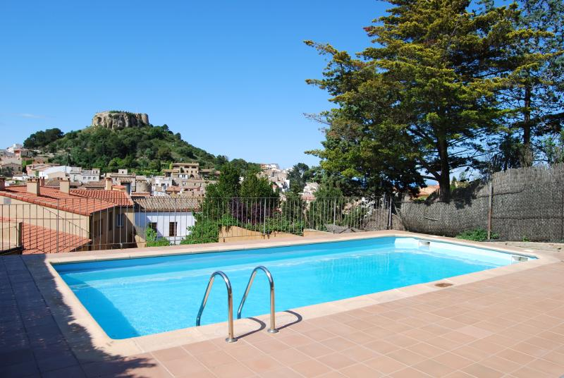 Rooftop swimming pool with views to the castle