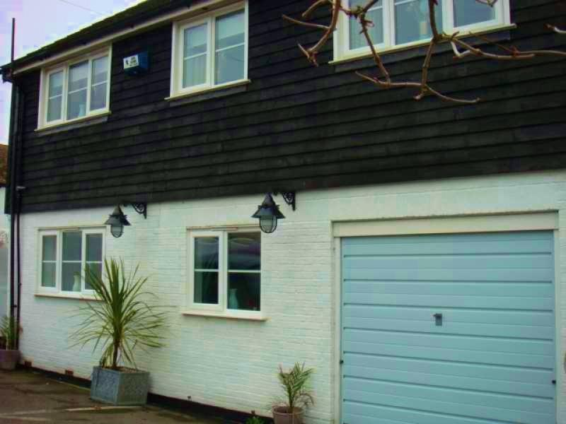 Detached Seaside property minutes from the Beach
