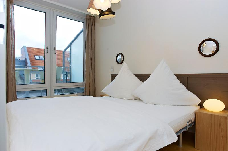 The bedroom opens onto the beautiful terrace and will make you wake up among the Berlin's roofs