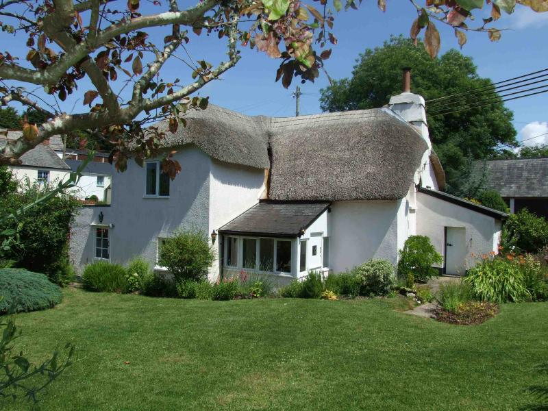 Thatched cottage + English country garden = perfection