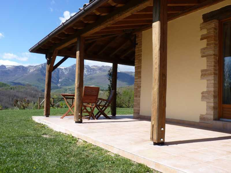 The private terrace of apartment Rotondo with the view of the Sibillini Mountains.