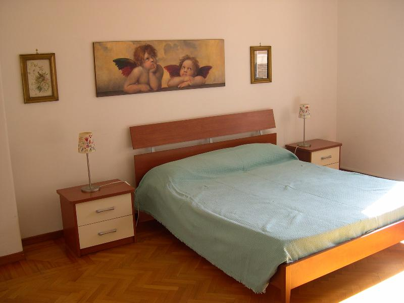 The wide and confortable 'Brown Bedroom'