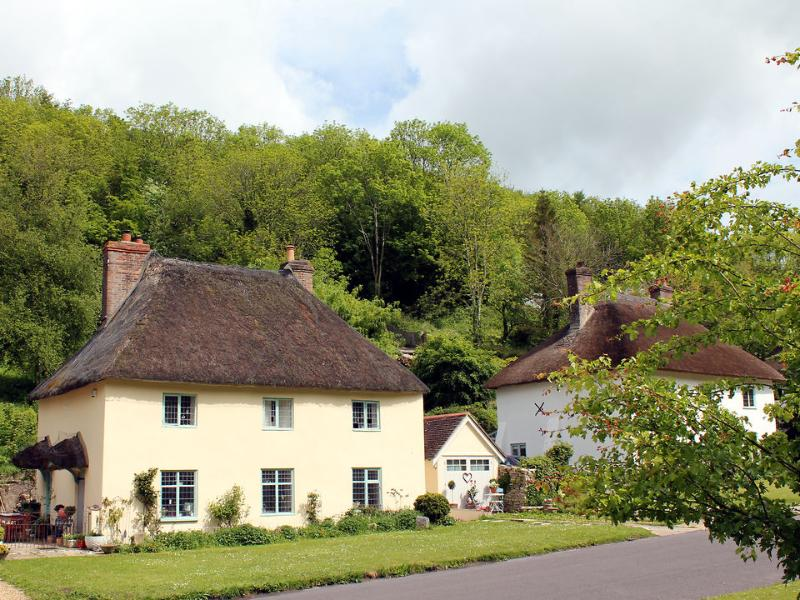 The Engine Room (building next to thatched cottage)