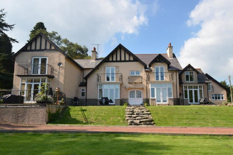 Coquet View at Westcliffe House is a luxury 4 Star property set in 2.5 acres of stunning grounds.