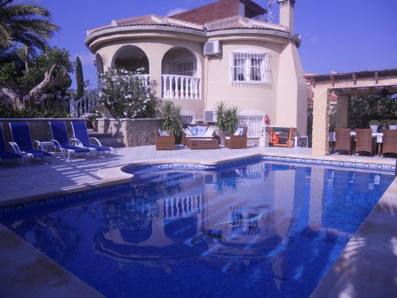 Large luxurious villa with 12 beds - Perfect for 2 families