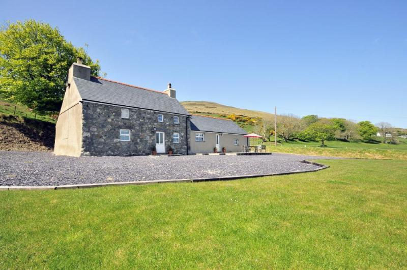 Traditonal Welsh cottage for holidays on the Lleyn Peninsula - sleeps 6