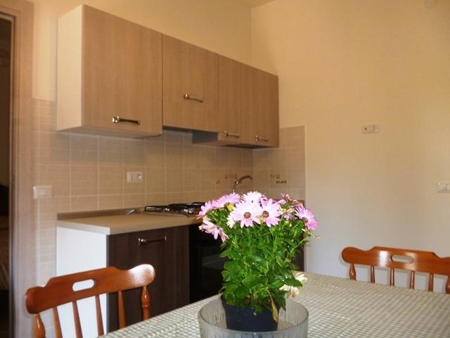 Kitchen unit and dining table