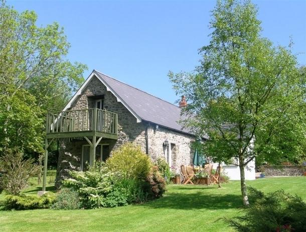 Thelovely barn conversion is set in picturesque grounds