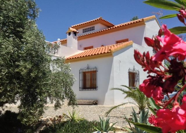 Large 3 bedroom Villa in Spain with large swimming private pool
