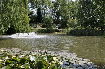 3 bedroom caravan sited on a picturesque adult only complex close to waters edge