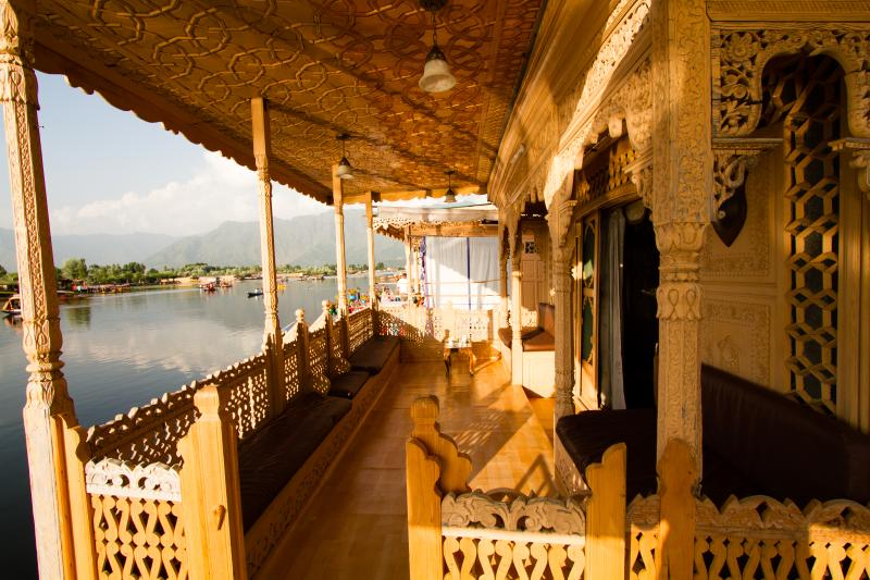 The Balcony of houseboat where you can enjoy evening tea, Access Wifi Internet also view of the lake