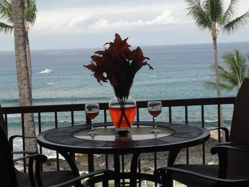 ENJOY  DRINKS AND DINNER FROM YOUR PRIVATE LANAI WHAT A VIEW