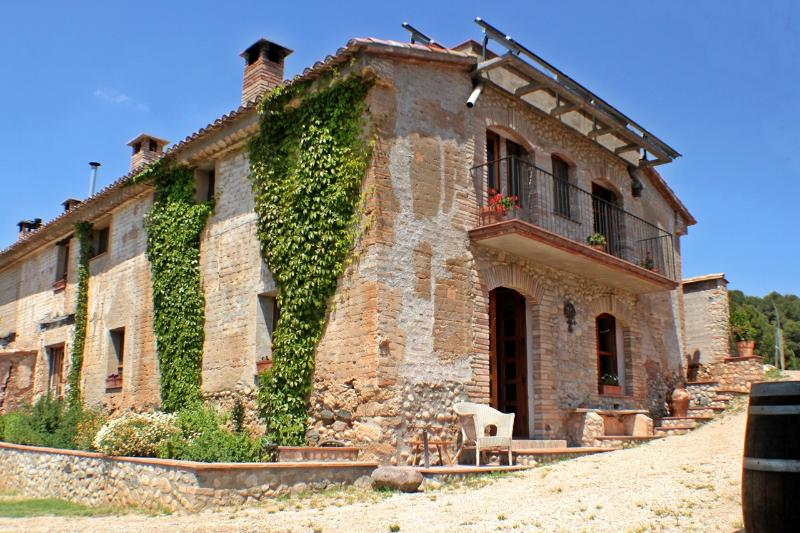 The totally renovated country house is 40 km from Barcelona city and easily reached in 30 minutes.