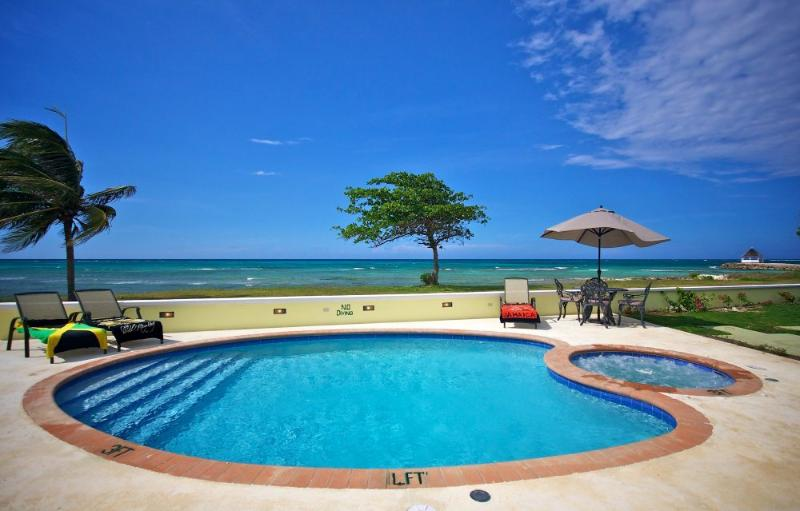 Eirie Blue Villa - 4 Bedroom, 4 Bathroom Beach Front Villa with Pool & Hot Tub.