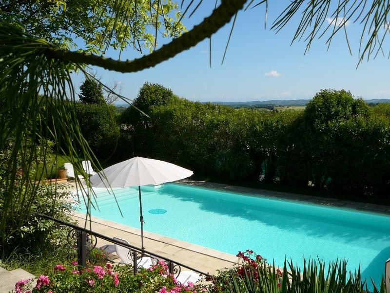 Pool and Parc du Moment