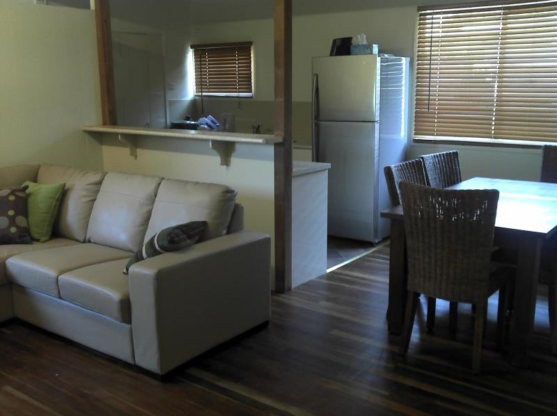 Modern, comfortable furnishings and fully equipped kitchen with dishwasher