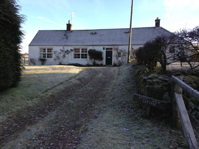 The view towards Broomholm Cottage from the driveway
