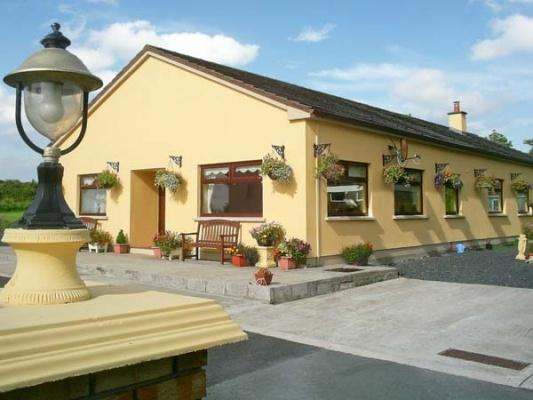 Derry House - Heritage Town Listowel - Self Catering and only two minutes from town centre
