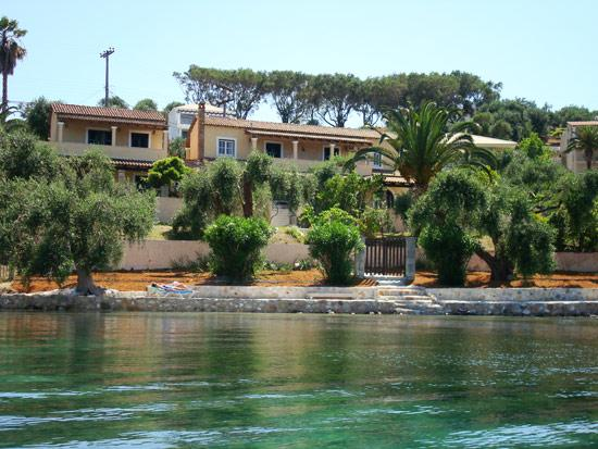 The villa and the private beach, a real paradise!