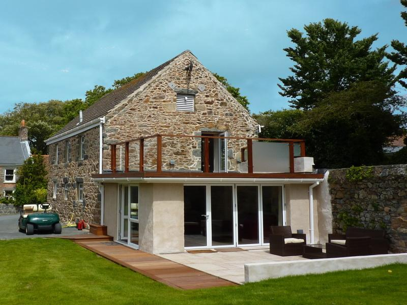 Wisteria Apartment is a beautiful and spacious apartment in the Guernsey countryside