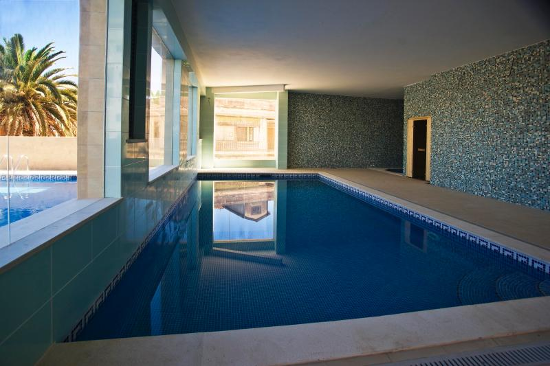 Heated Indoor Pool & Gym & Jacuzzi as well as Outdoor Pool.