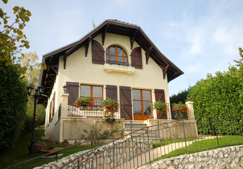 Charming country house with stunning views, ideal for Annecy's lake and medieval town