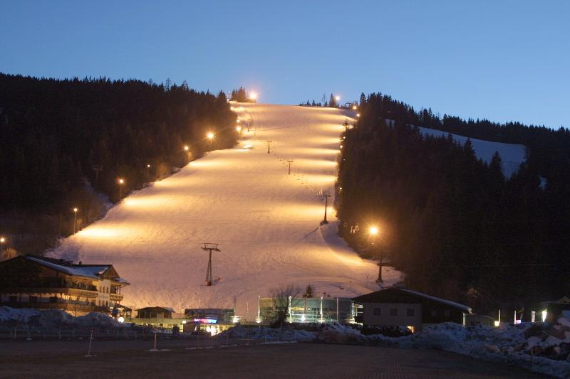 Look to the floodlit slope Flachau Achter-Jet - only 300 metres from the apartment