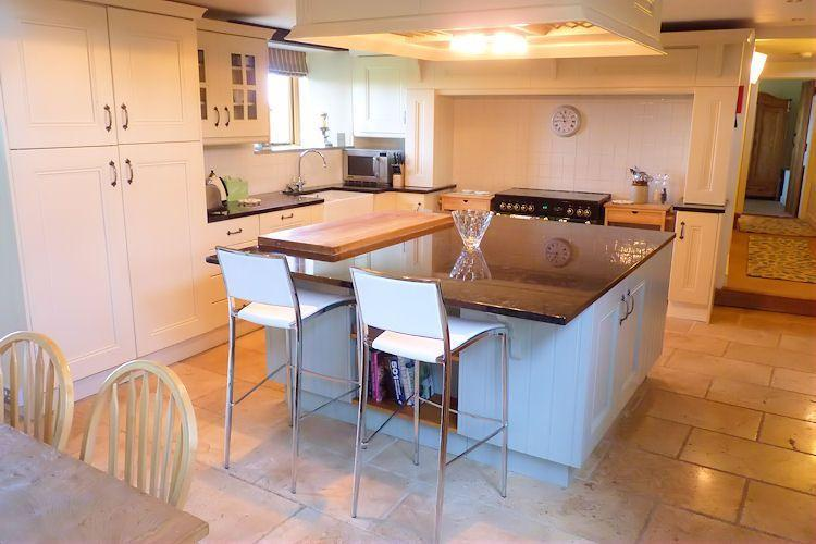 Kitchen complete with breakfast bar