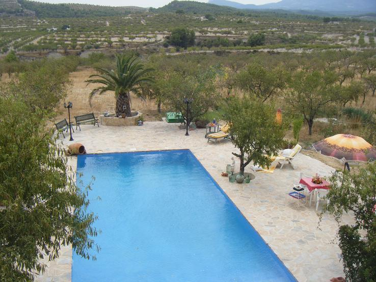 View from the appartement-terrace to the pool-area and up to the mountains