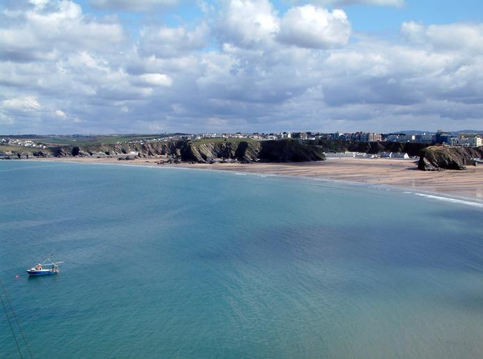 5 * facilities and location. View from Apartment - watch the sea roll in & out of Newquay Bay.