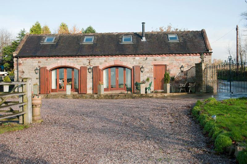Relax in a 4 Star, Gold Award, luxury self catering holiday cottage in the Peak district