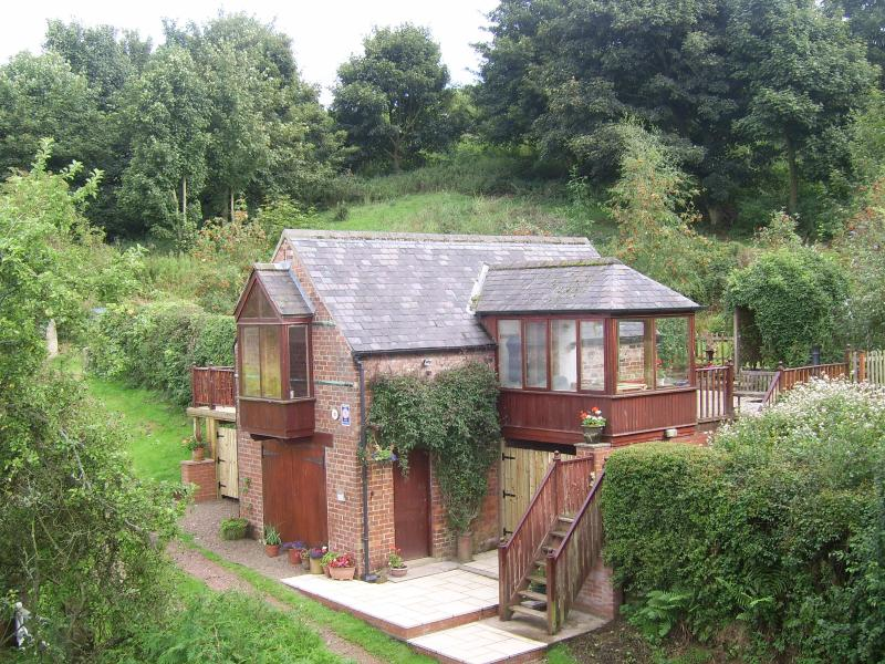The cottage is set on a very quiet lane which leads up onto the moors. Walks start at the door