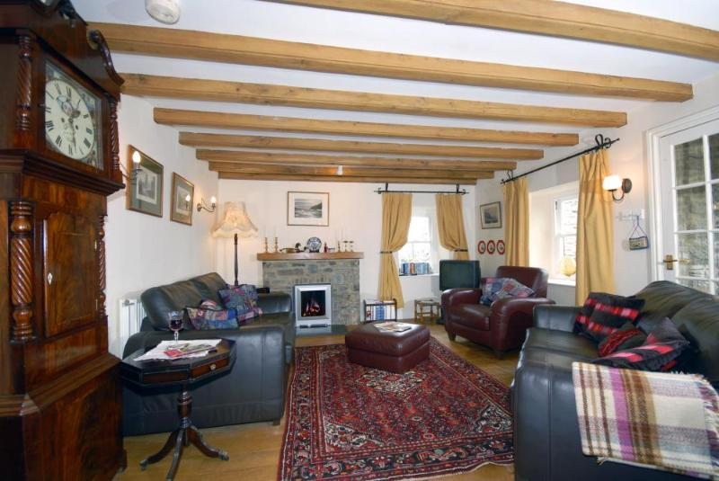 Cottage in St Davids city, Pembrokeshire - lounge with antique furniture